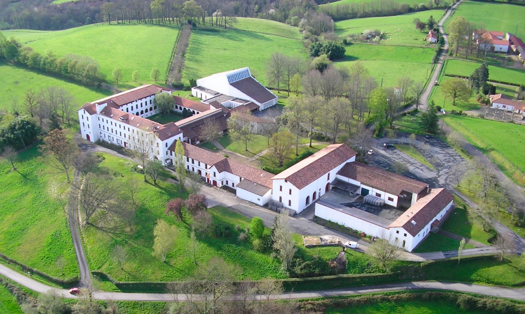 Abbaye de Belloc vue du ciel