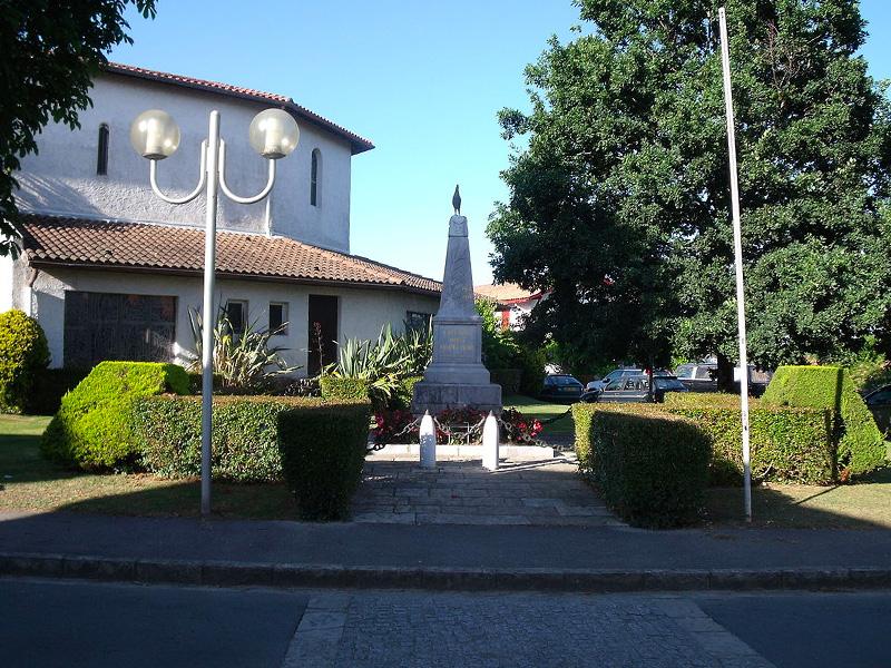 Monument aux morts urt