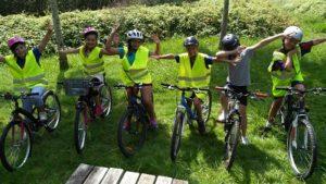 Groupe d'enfants en sortie vélo à Urt